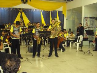 Antoninho tocando tuba 1