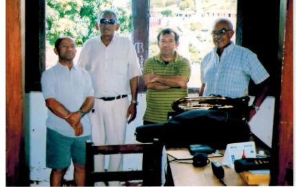 Wilson em meio aos maestros Cícero Brito e José Ramos de Pão de Açúcar (AL)